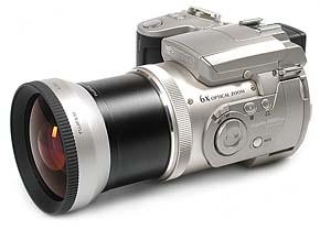 Fujifilm FinePix 4900 Zoom mit Weitwinkelkonverter WL-FX9 [Foto: MediaNord]