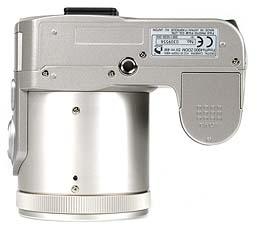 Fujifilm FinePix 4900 Zoom Unterseite [Foto: MediaNord]