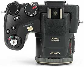 Fujifilm FinePix S20 Pro - oben [Foto: MediaNord]