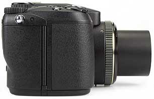 Fujifilm FinePix S20 Pro - rechte Kameraseite [Foto: MediaNord]