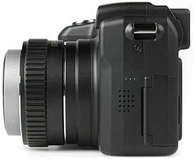 Kyocera Finecam M410R - linke Kameraseite [Foto: MediaNord]