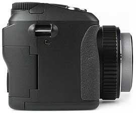 Kyocera Finecam M410R - rechte Kameraseite [Foto: MediaNord]