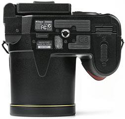 Nikon Coolpix 8800 - unten [Foto: MediaNord]