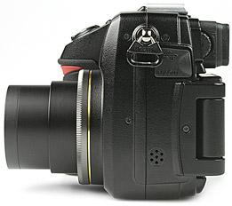 Nikon Coolpix 8400 - linke Kameraseite [Foto: MediaNord]
