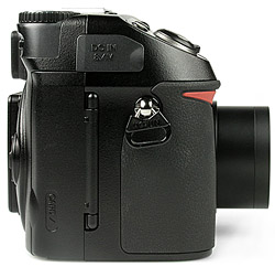 Nikon Coolpix 8400 - rechte Kameraseite [Foto: MediaNord]
