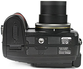 Nikon Coolpix 8400 - unten [Foto: MediaNord]