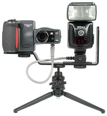 Nikon Coolpix 950 mit Blitzschiene SK-E900 und Nikon Blitzgerät SB-28DX [Foto: MediaNord]