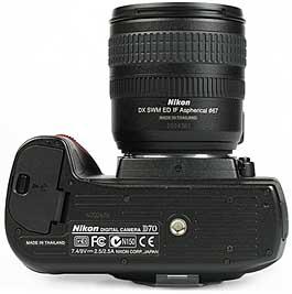 Nikon D70 - unten [Foto: MediaNord]