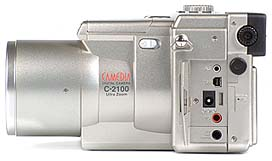 Olympus C-2100 Ultra Zoom Anschlüsse [Foto: MediaNord]