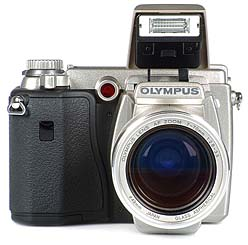 Olympus C-2100 Ultra Zoom mit Pop-Up-Blitz [Foto: MediaNord]