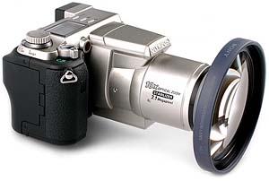 Olympus C-2100 Ultra Zoom mit Weitwinkelkonverter Sony VCL-MH07 [Foto: MediaNord]