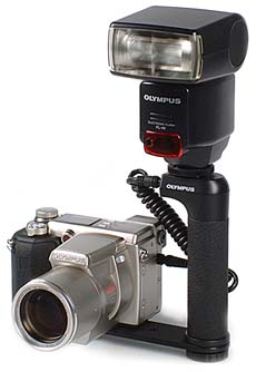 Olympus C-2100 Ultra Zoom mit Olympus Systemblitz FL-40 [Foto: MediaNord]