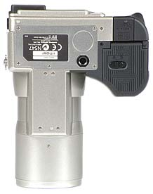 Olympus C-2100 Ultra Zoom Unterseite [Foto: MediaNord]
