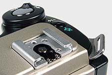 Olympus C-2500L Detail Systemblitzschuh [Foto: MediaNord]
