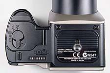 Olympus C-2500L Unterseite mit Stativgewinde [Foto: MediaNord]