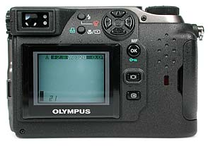 Olympus C-3000 Zoom Rückseite [Foto: MediaNord]