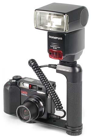 Olympus C-3030 Zoom mit Blitz FL-40 [Foto: MediaNord]