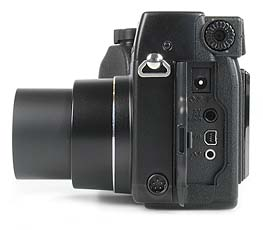 Olympus C-3040 Zoom - Anschlüsse [Foto: MediaNord]