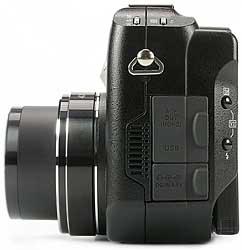 Olympus C-5050 Wide Zoom - linke Kameraseite [Foto: MediaNord]
