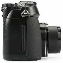 Olympus C-5050 Wide Zoom - rechte Kameraseite [Foto: MediaNord]