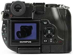 Olympus C-8080 Wide Zoom - Rückansicht [Foto: MediaNord]