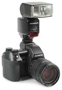 Olympus Camedia E-10 mit Blitzgerät Olympus FL-40 [Foto: MediaNord]