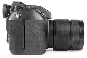 Olympus Camedia E-10 rechte Kameraseite [Foto: MediaNord]