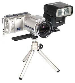 Sony DSC-F505V mit Sony Systemblitz HVL-F1000 [Foto: MediaNord]