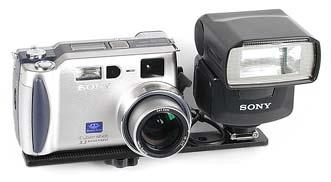 Sony DSC-S70 mit Sony Systemblitz HVL-F1000 [Foto: MediaNord]