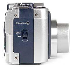 Sony DSC-S70 rechte Kameraseite [Foto: MediaNord]