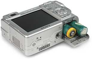 Sony DSC-W1- Batteriefach [Foto: MediaNord]