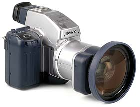 Sony Mavica MVC-CD1000 mit Weitwinkelkonverter Sony VCL-MH07 [Foto: MediaNord]
