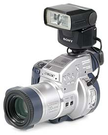 Sony Mavica MVC-CD1000 mit Sony Systemblitz HVL-F1000 [Foto: MediaNord]