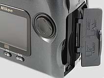 Nikon Coolpix 990 Detail CompactFlash-Steckplatz [Foto: MediaNord]
