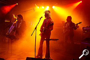 Bild 4: Bühne Totalaufnahme Farbenspiel  [Foto: MediaNord]