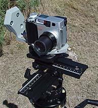 """Olympus C-2000 Zoom auf einem """"Quick Time VR Kit 302"""" Panoramakopf von Manfrotto"""