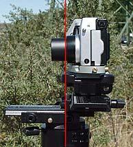 Kamera Seitenansicht mit eingezeichneter Drehachse