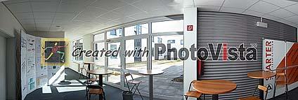 Beispielbild: Raum richtig belichtet, Fensterfront aus oberem Bild einkopiert