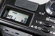 """Nikon Coolpix 950 -- Display mit Anzeige """"Blitz aus"""""""